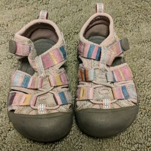 Keen sandals size 6 pink